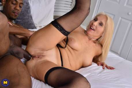 Mature Slut Loving A Big Hard Cock Up Her Ass