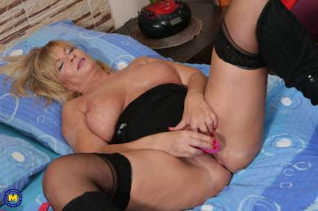 Naughty Mature Slut Loves Playing With Her Pussy At Home