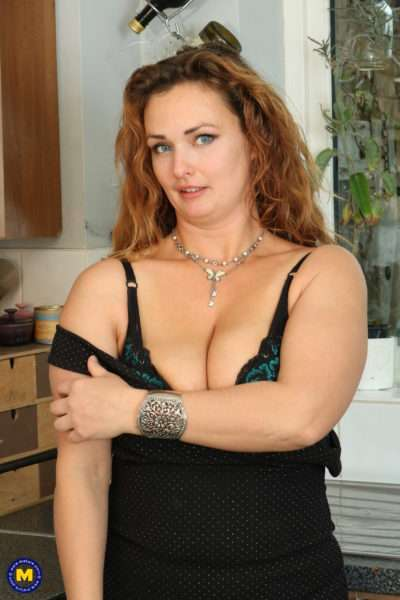 Horny Curvy Milf Playing With Herself In The Kitchen