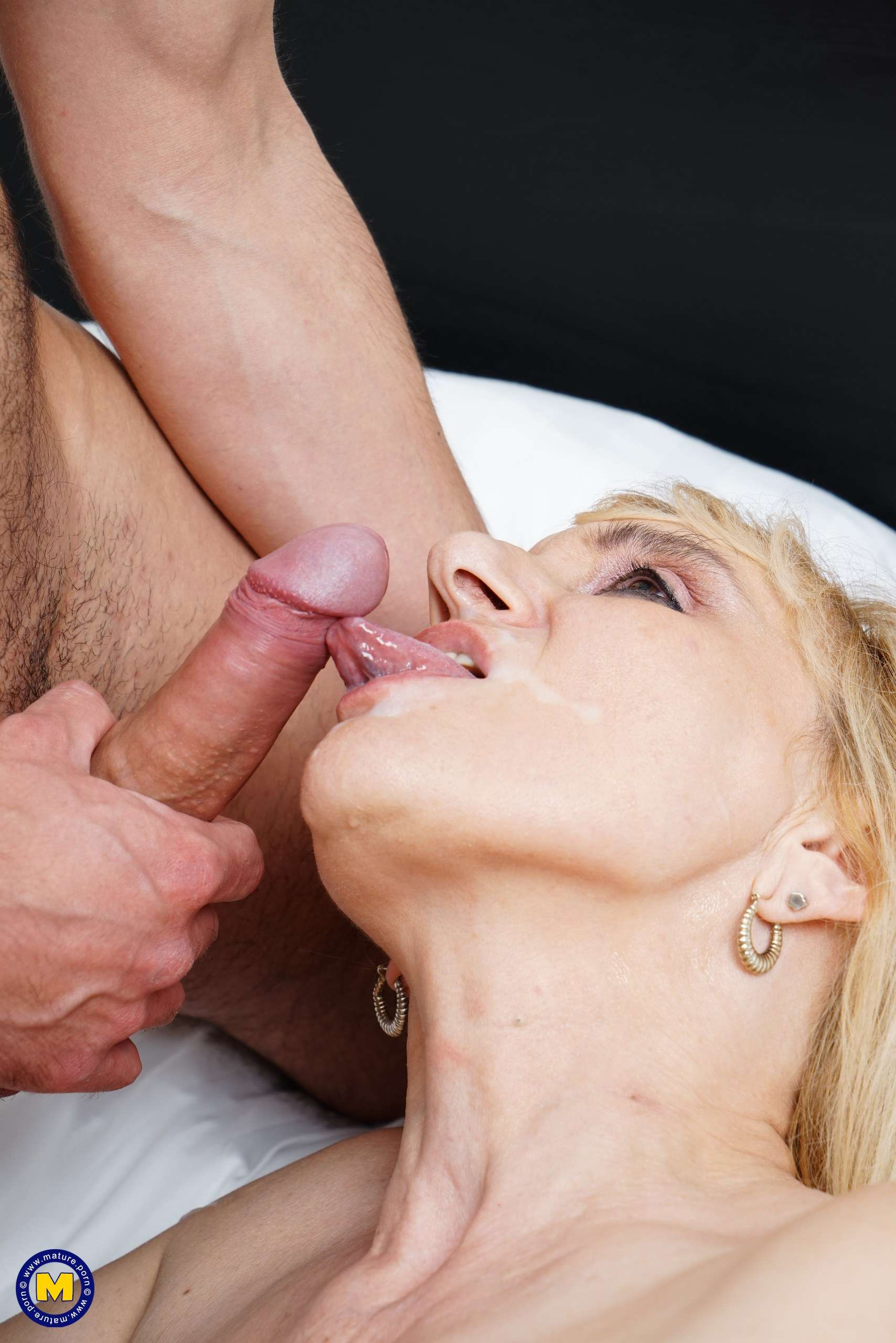 Mature Maira just loves to fuck a younger guy