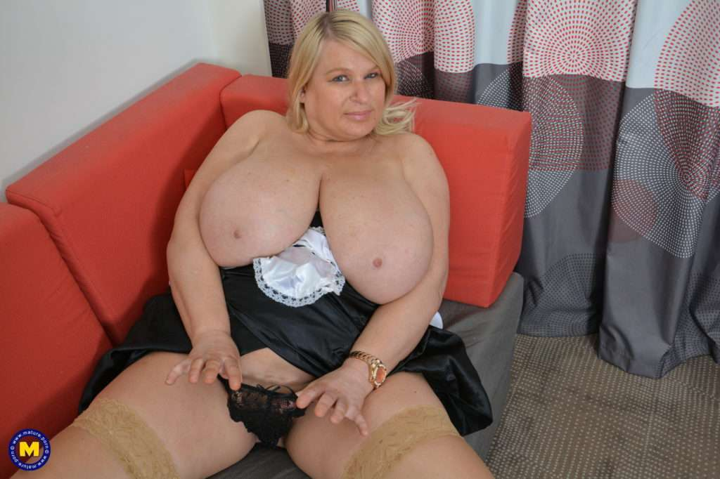 Huge Breasted Housewife Playing With Herself At Mature.nl
