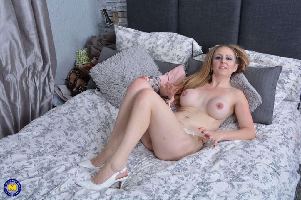 Naughty Mom Getting Wet And Wild At Mature.nl