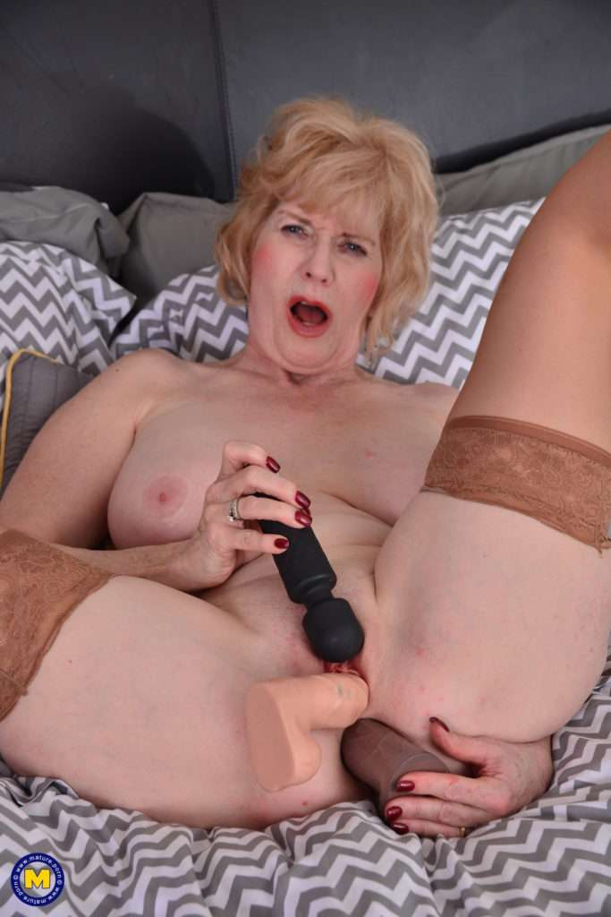 American Mature Lady Playing With Her Pussy