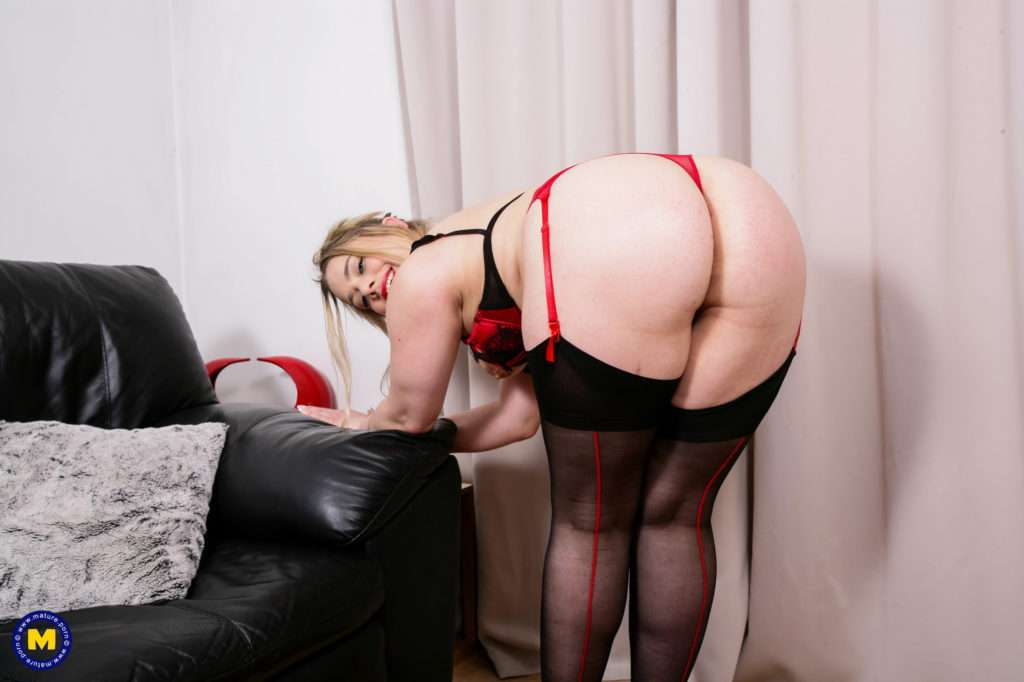 Hairy British Housewife Getting Wet On The Couch