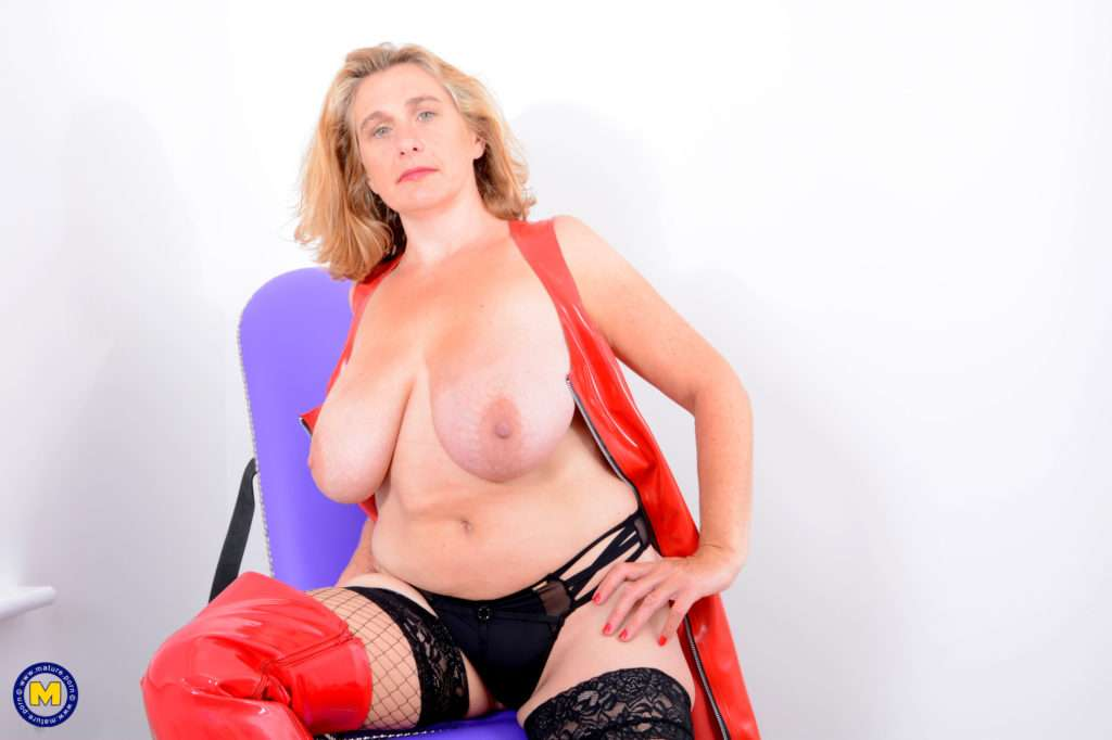 Big Breasted Camilla Loves To Play Alone At Mature.nl