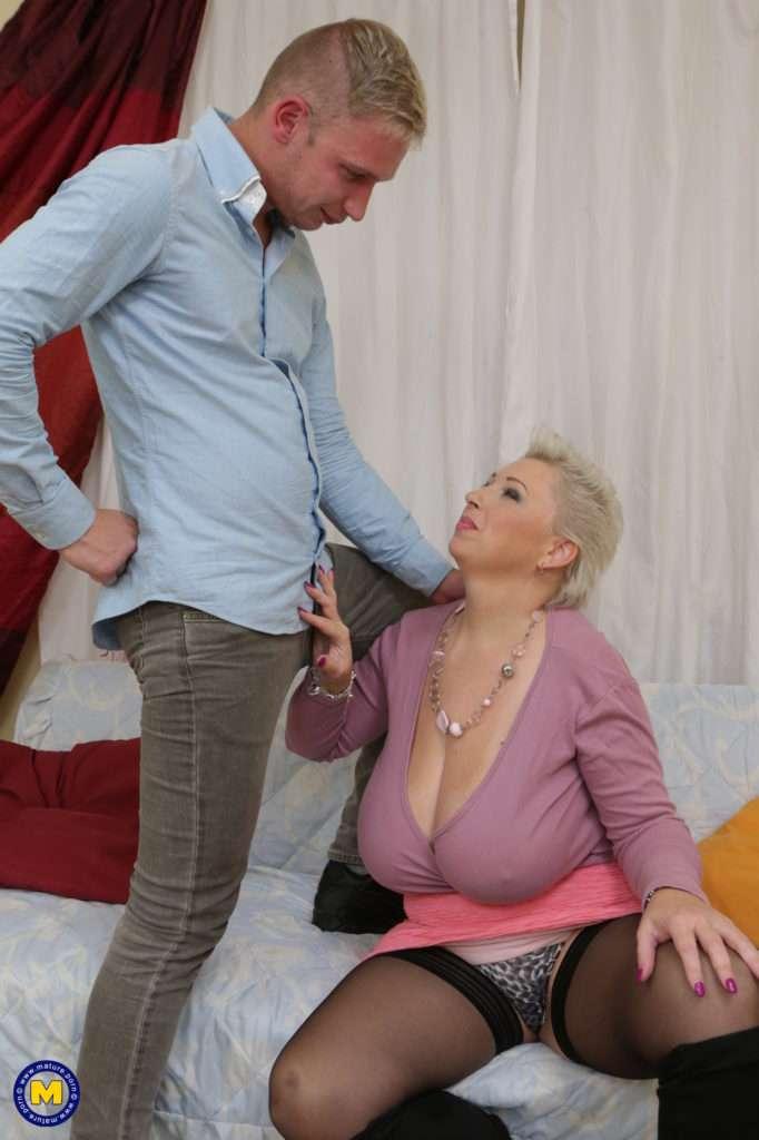 Big Breasted Mature Slut Fucking And Sucking