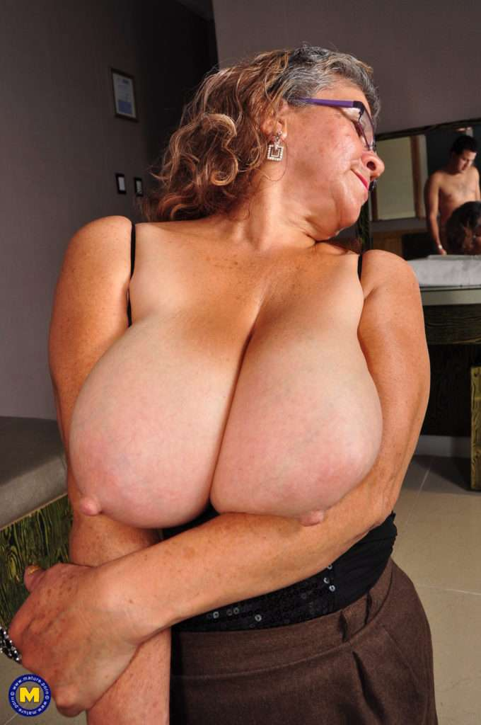 Big Breasted Latin Mature Lady Wants Her Hairy Pussy Fucked At Mature.nl