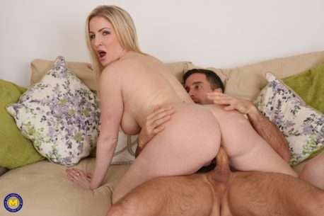 Hot Milf Fucking And Sucking A Guy She Found Online