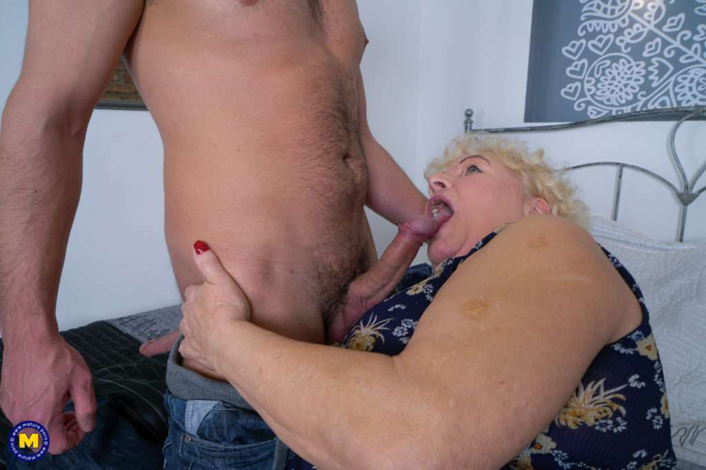 This Big Mama Loves To Ride A Hard Cock From Mature.nl
