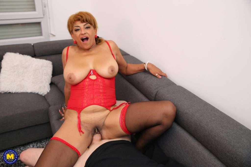 Curvy Mature Latina Loves Fucking And Sucking Cock