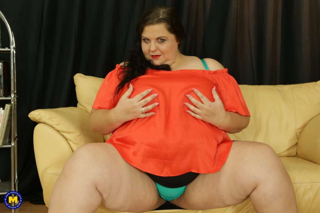 Big Breasted Mature Bbw Playing With Her Pussy From Mature.nl