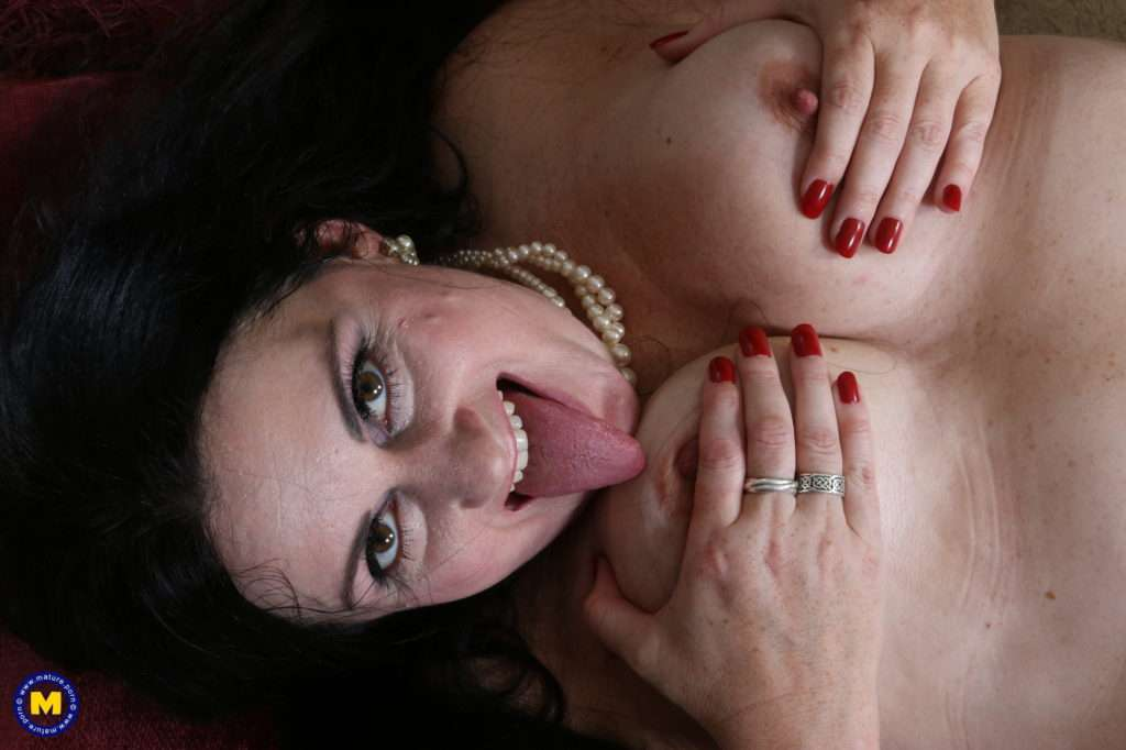 Curvy American Housewife Getting Wet And Wild At Mature.nl