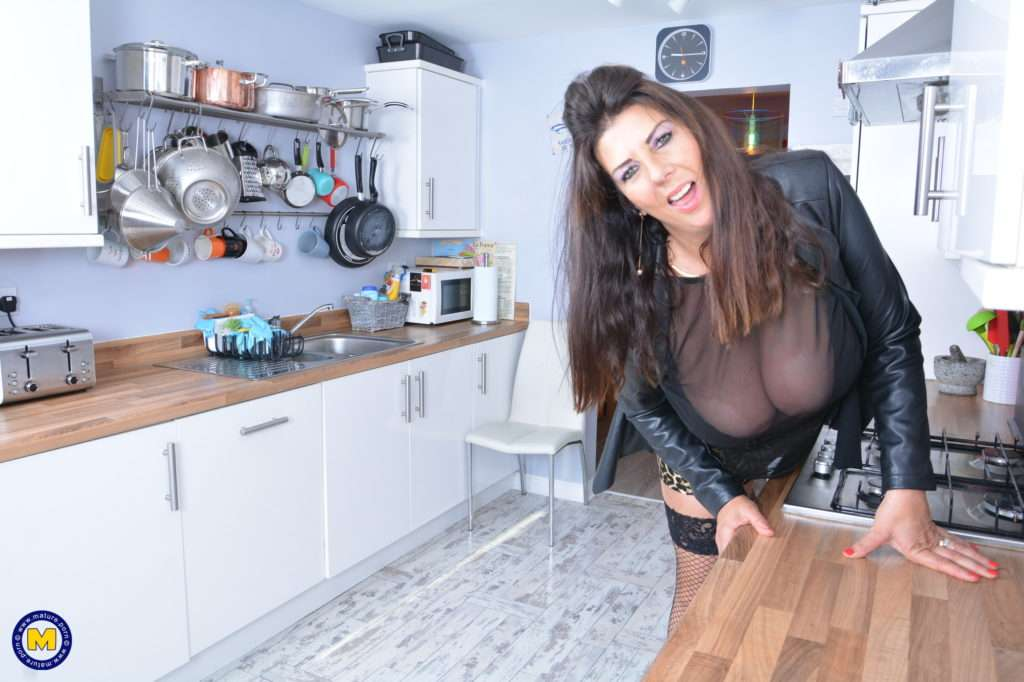 Big Breasted Housewife Lulu Playing With Herself At Mature.nl