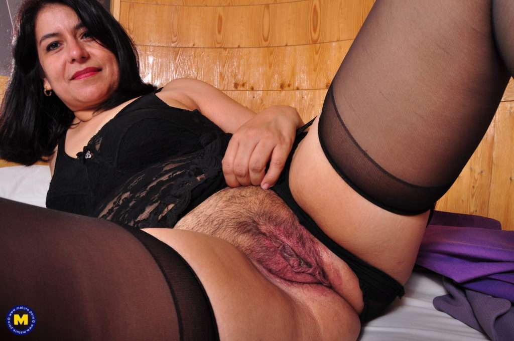 Unshaved Latin Housewife Playing With Her Pussy At Mature.nl