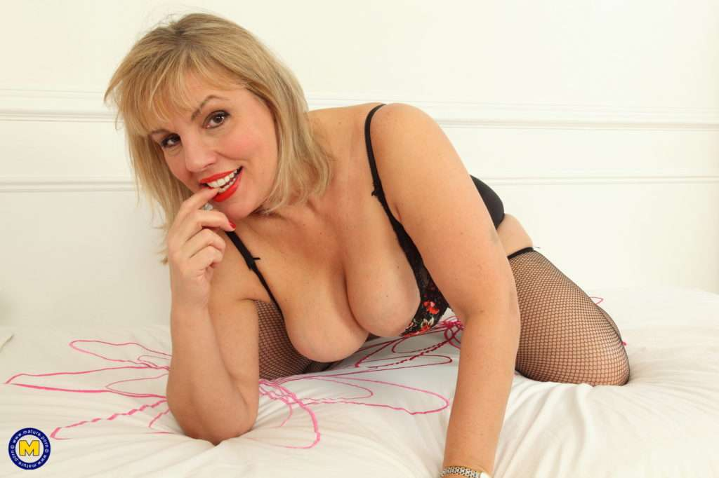 Hot Curvy Housewife Showing Off Her Naughty Ways At Mature.nl