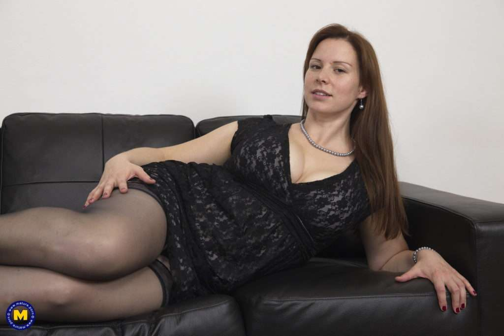 Naughty Curvy Mom Getting It Good At Mature.nl