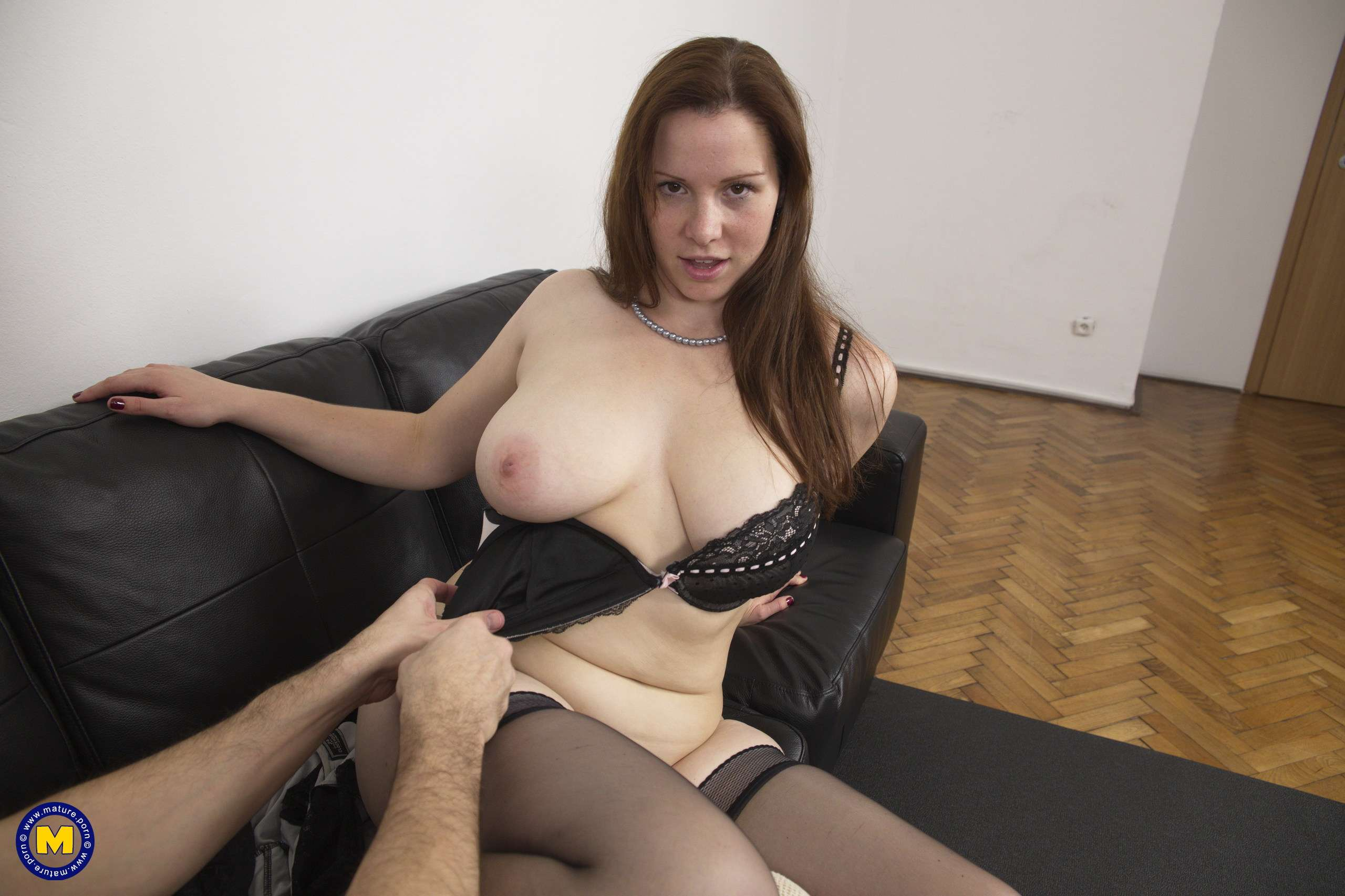 Naughty curvy mom getting it good