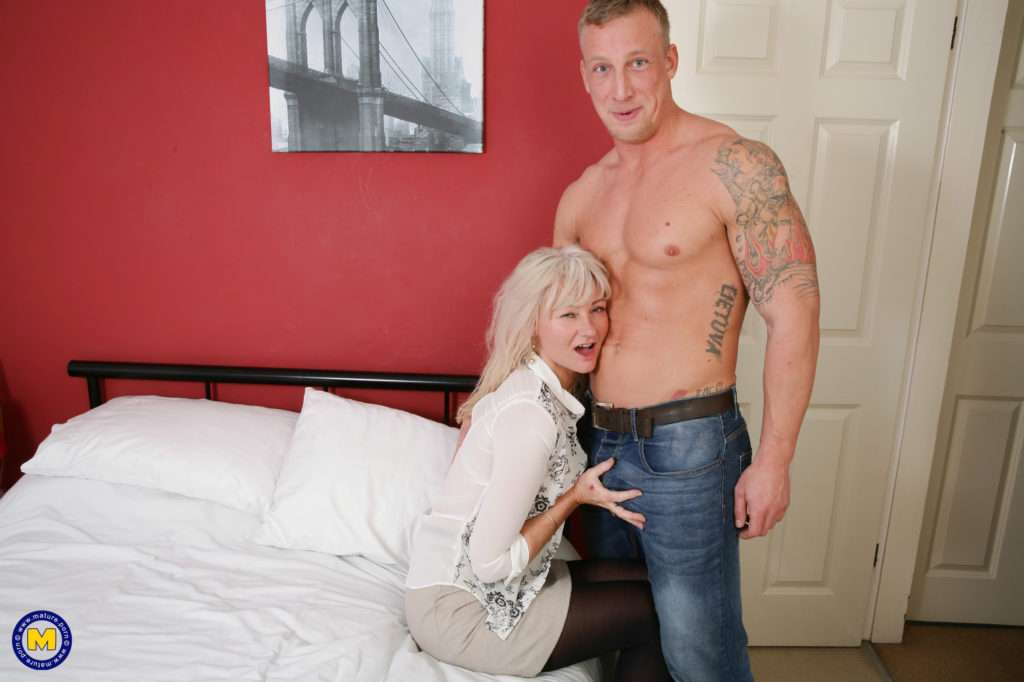 British Housewife Getting Her Groove On With Her Lover At Mature.nl