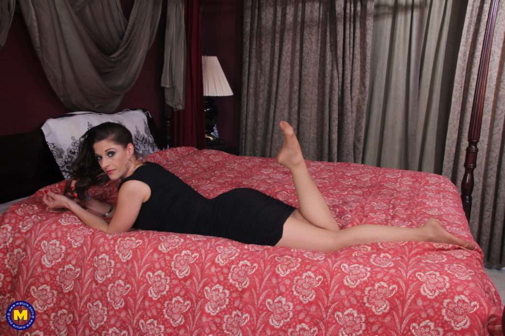 Hot American Mom Kat Loves Fooling Around At Mature.nl