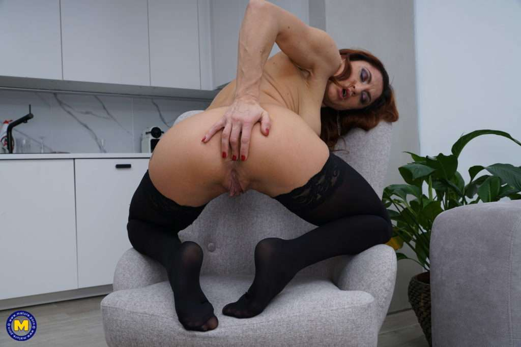 Naughty Housewife Playing With Herself At Mature.nl