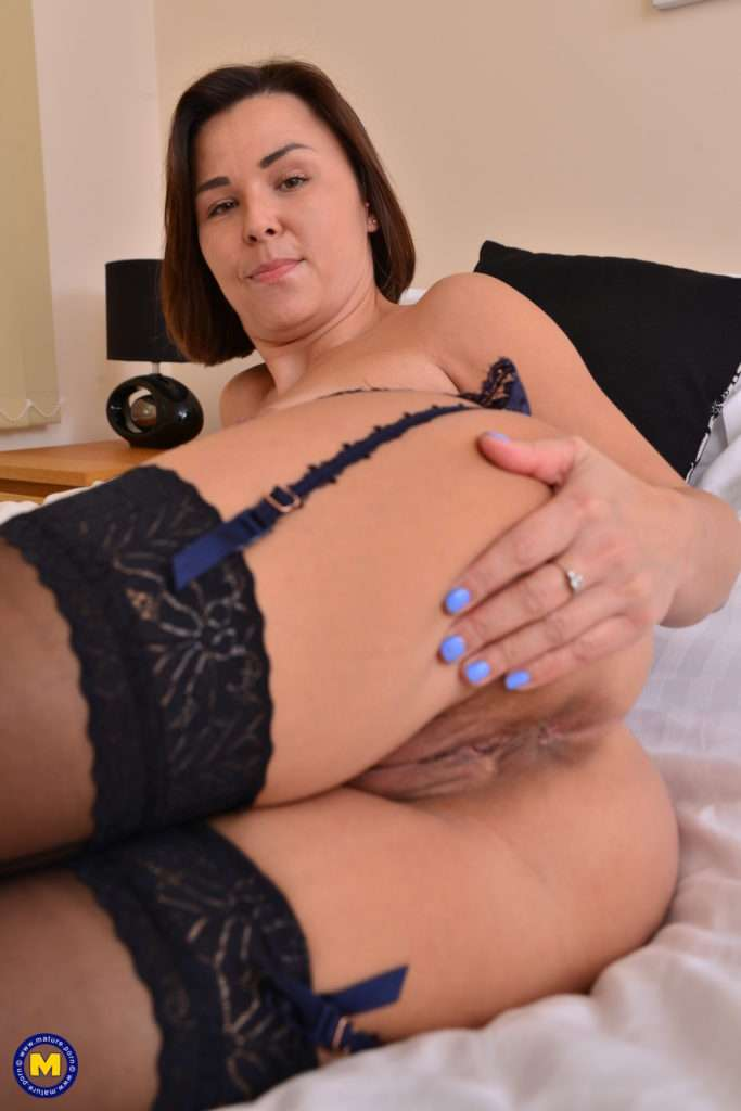 Naughty Mom Jamie Ray Loves Playing With Herself At Mature.nl