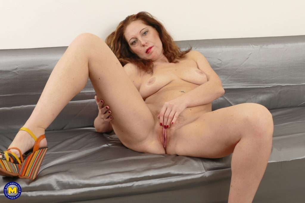 Horny Housewife Playing With Her Unshaved Pussy At Mature.nl