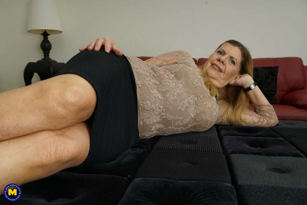 Horny Mature Lady Doing Her Toy Boy At Mature.nl