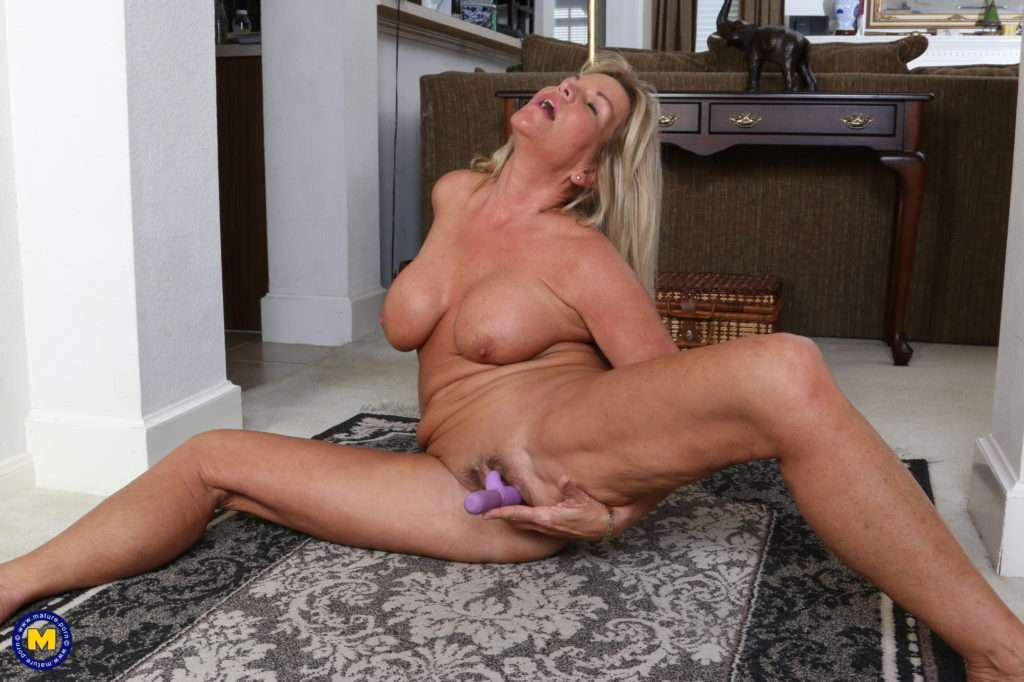 Horny American Housewife Getting Wet At Mature.nl