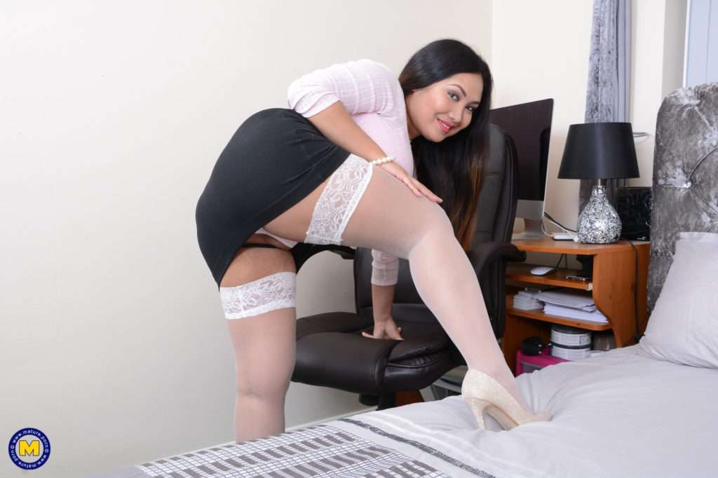 Cute Asian Housewife Amy Latina Shows Off Her Naughty Side At Mature.nl