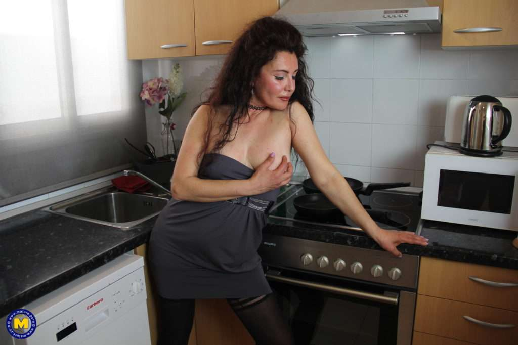 Naughty Spanish Housewife Playing In Her Kitchen At Mature.nl