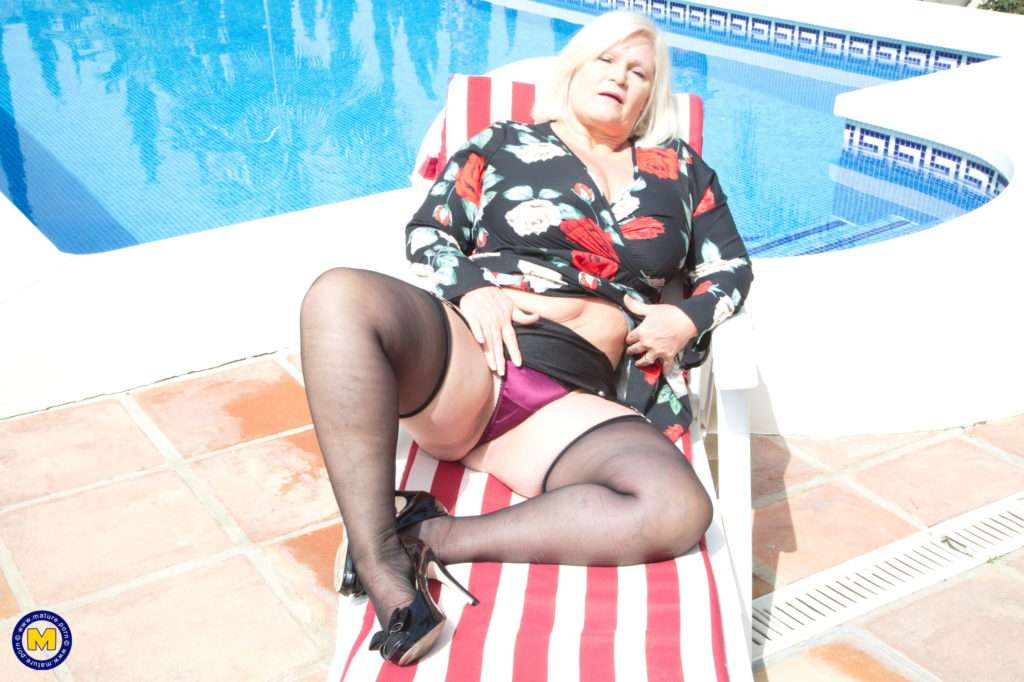 Big Breasted Lacey Starr Is Playing With Her Pussy In The Sun At Mature.nl
