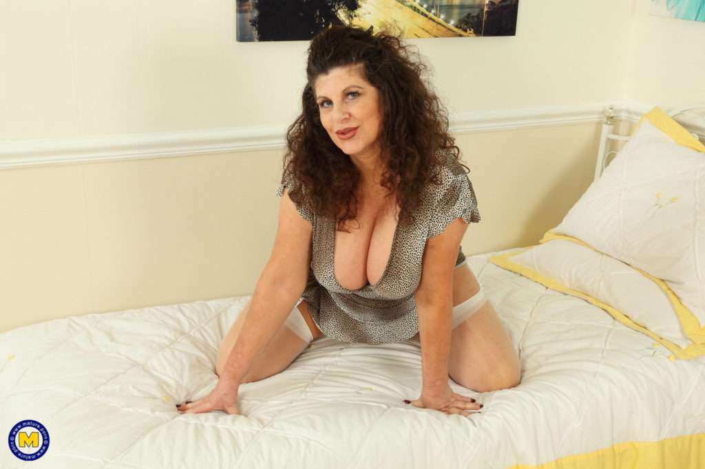 Big Breasted Gilly Loves To Show You Her Dirty Side At Mature.nl
