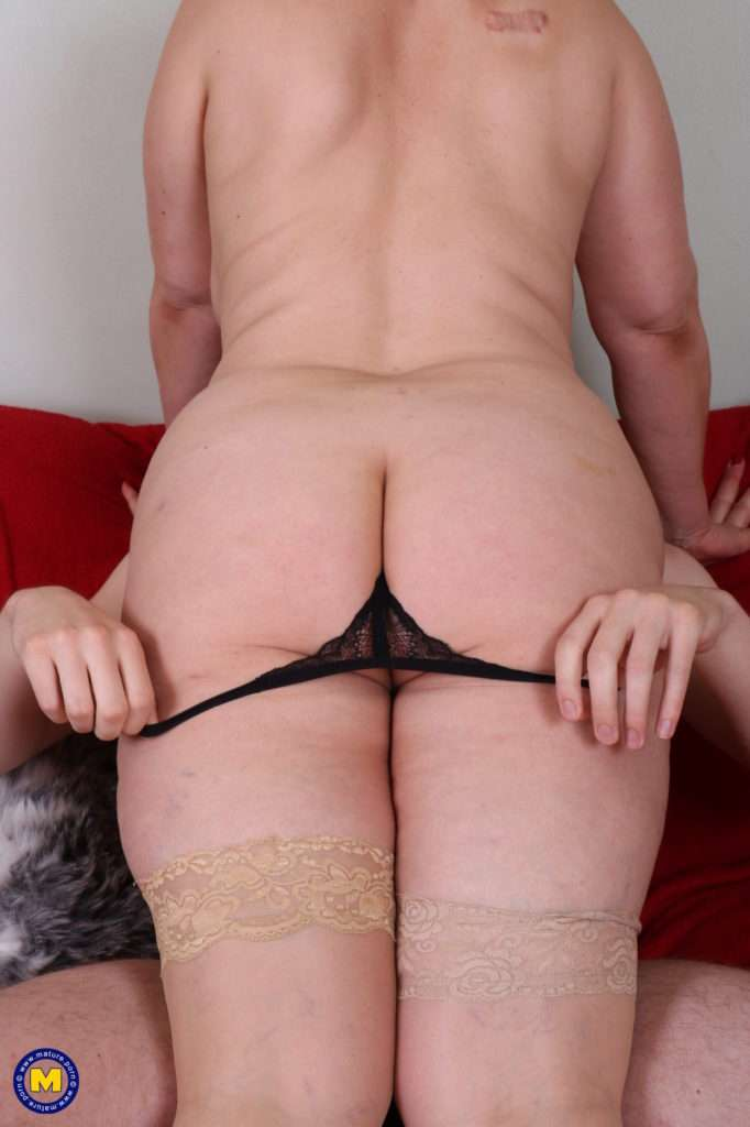 Curvy British Cougar Doing Her Toy Boy At Mature.nl