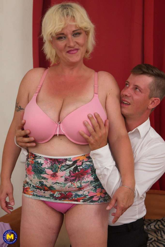 Big Breasted Curvy Mature Lady Doing Her Younger Lover At Mature.nl