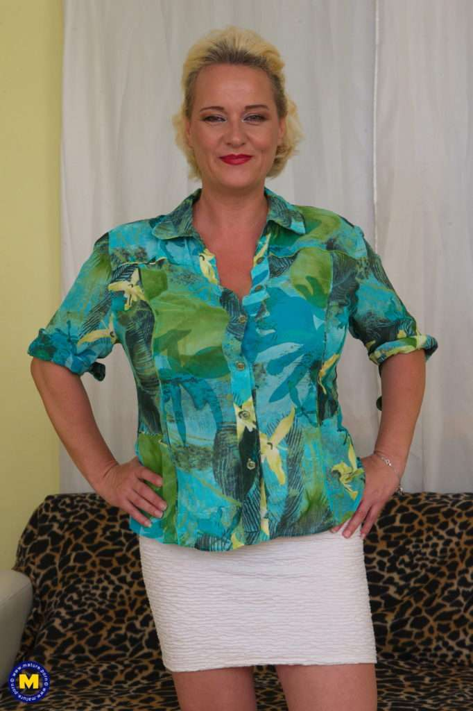 Big Breasted Mature Lady Having A Date Over To Play With At Mature.nl