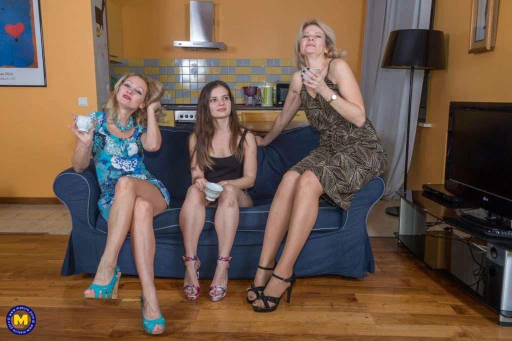 Hot Milf And A Stepmom Seduce A Stepdaughter At Mature.nl