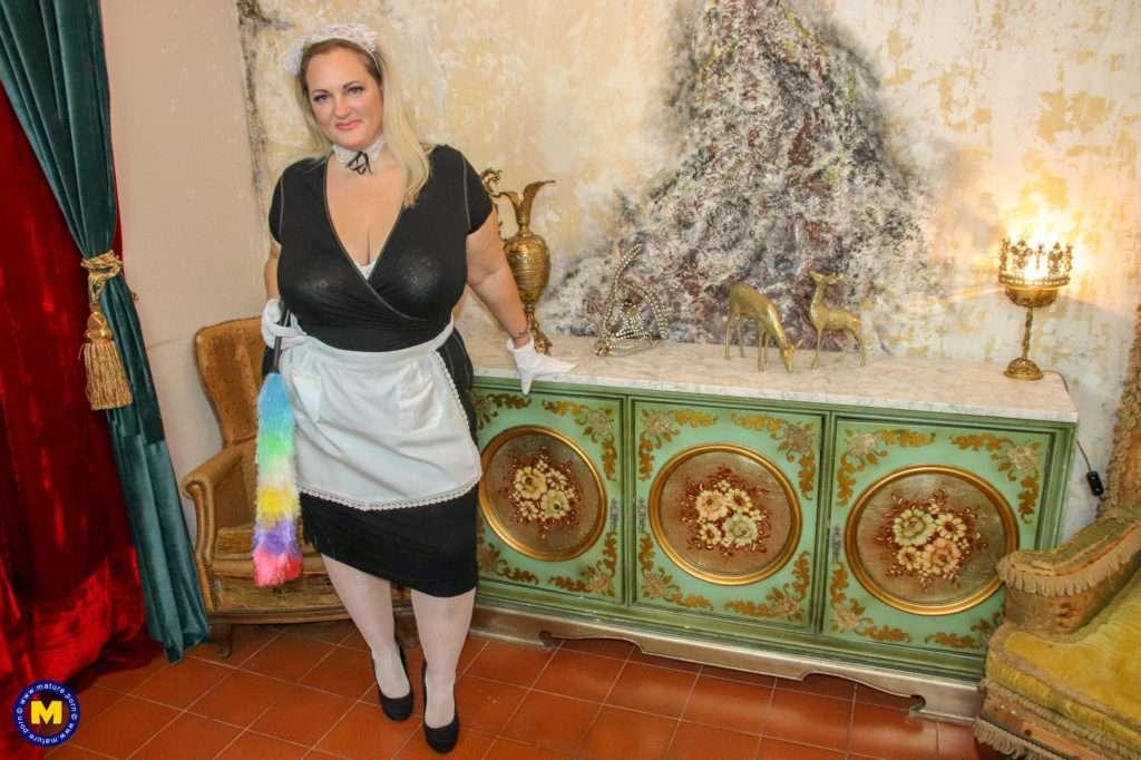 Naughty Bbw Housemaid Finding Something Naughty At Mature.nl