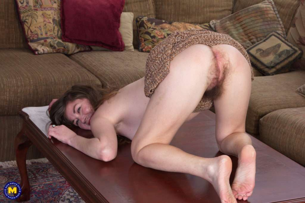 Hairy American Mature Slut Playing With Herself At Mature.nl