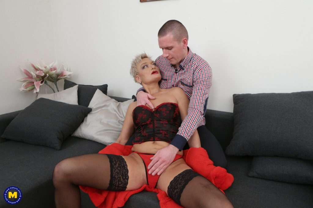 Kinky Mature Lady Getting Fucked And Fisted At Mature.nl