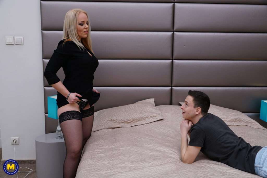 Naughty Mature Miss Loly Is Having Fun With An Innocent Toy Boy At Mature.nl