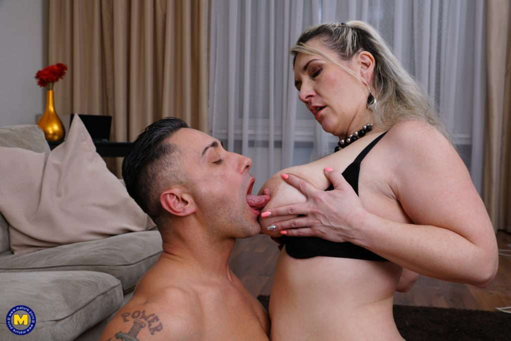 Squirting Mature Lady Sandy Bigboobs With Big Tits Getting A Creampie At Mature.nl