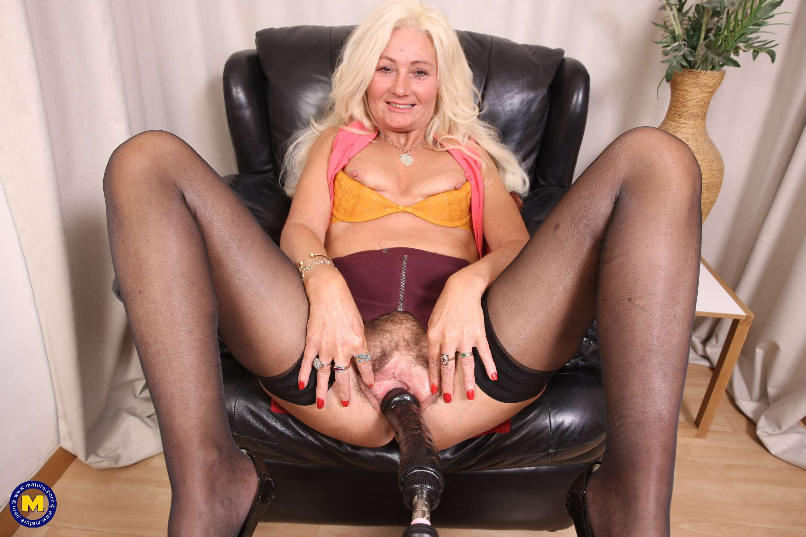 Hairy mature Ellen B is having fun with her fuckmachine