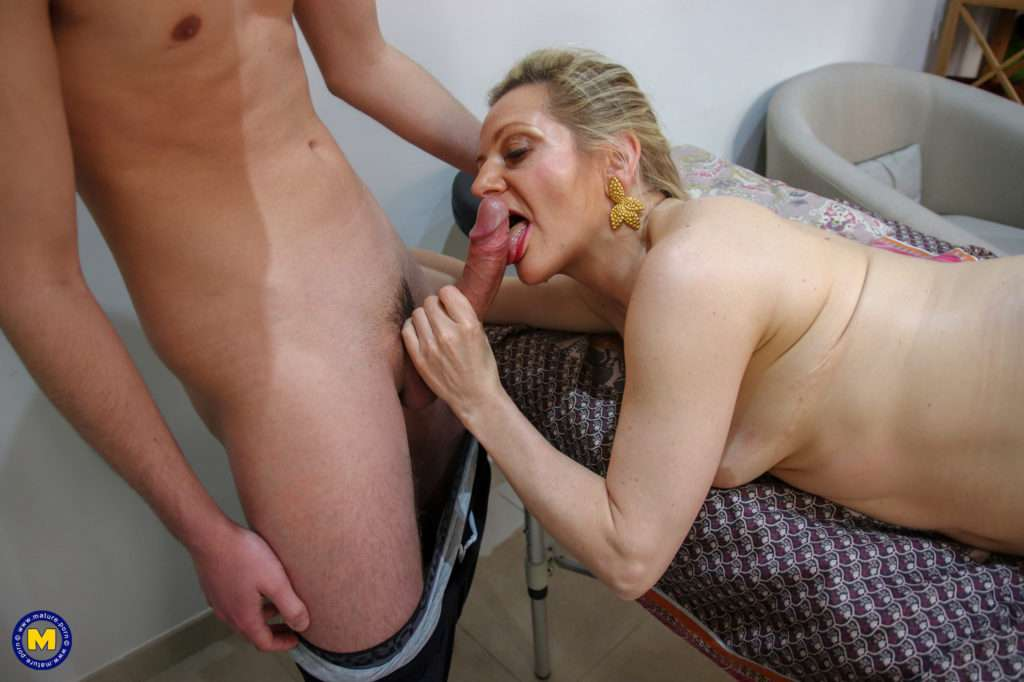 Horny Mature Lady Gets An Anal Massage From A Toy Boy At Mature.nl