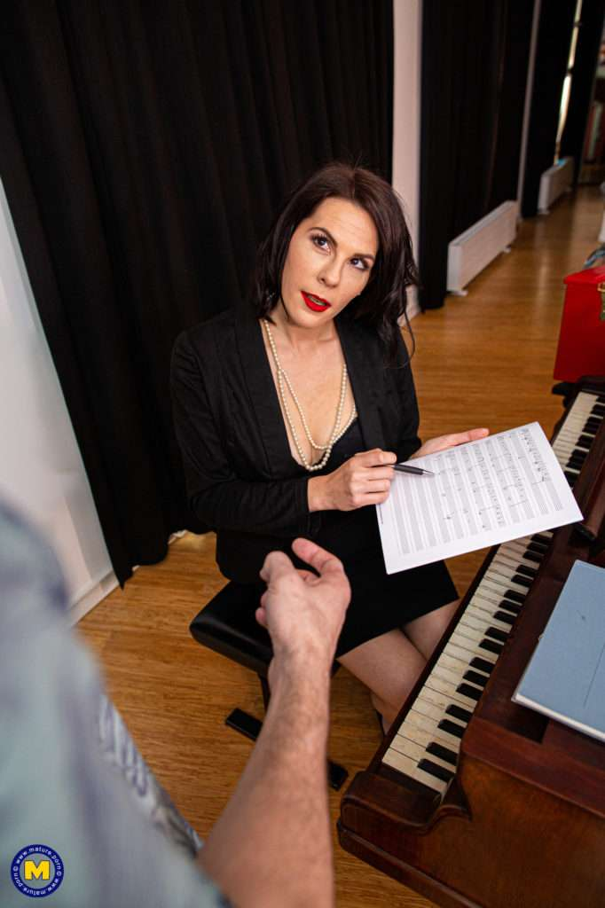 Naughty Pianoteacher Loves Taking A Hard Cock Up Her Ass At Mature.nl