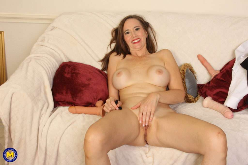 Naughty Mature Slut Playing With Her Toys On The Couch At Mature.nl