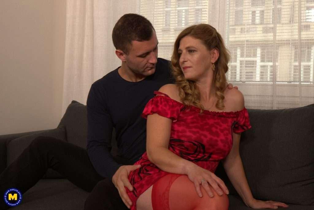 Naughty Mature Slut Fucking And Sucking Her Lover At Mature.nl