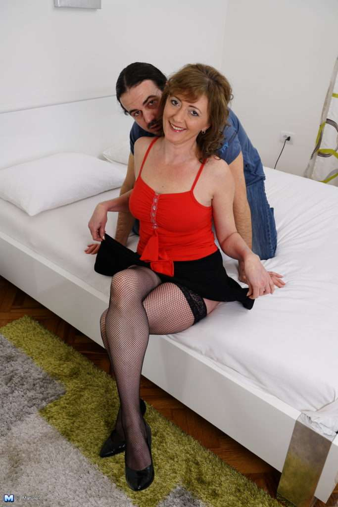 Kinky Housewife Getting Wet And Wild At Mature.nl