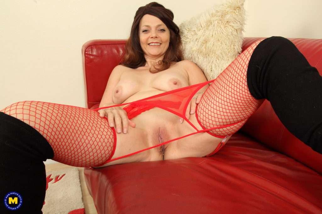 Naughty British Gemma Gold Loves Fooling Around At Mature.nl