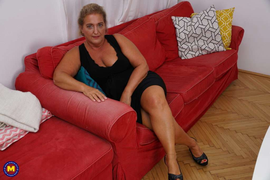 Chubby Housewife Doing Her Toy Boy At Mature.nl