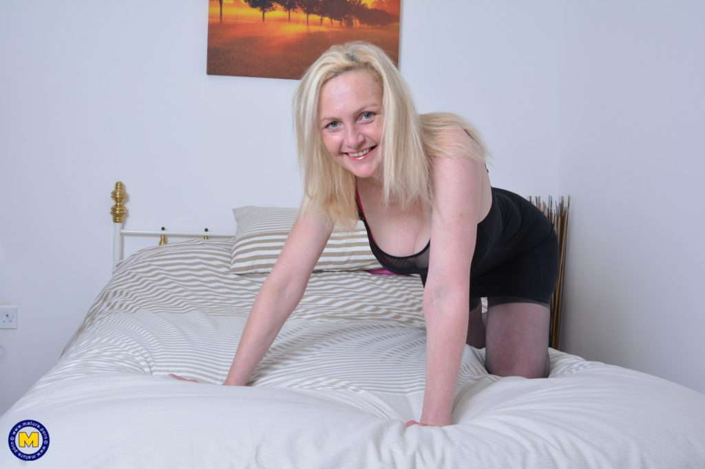 This British Housewife Is Getting Wet And Wild At Mature.nl